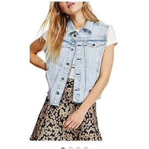 New, free people distressed denim vest❤️